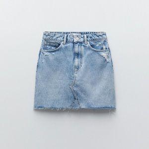 NWT. Zara Blue Denim High-waisted Skirt. Size M.